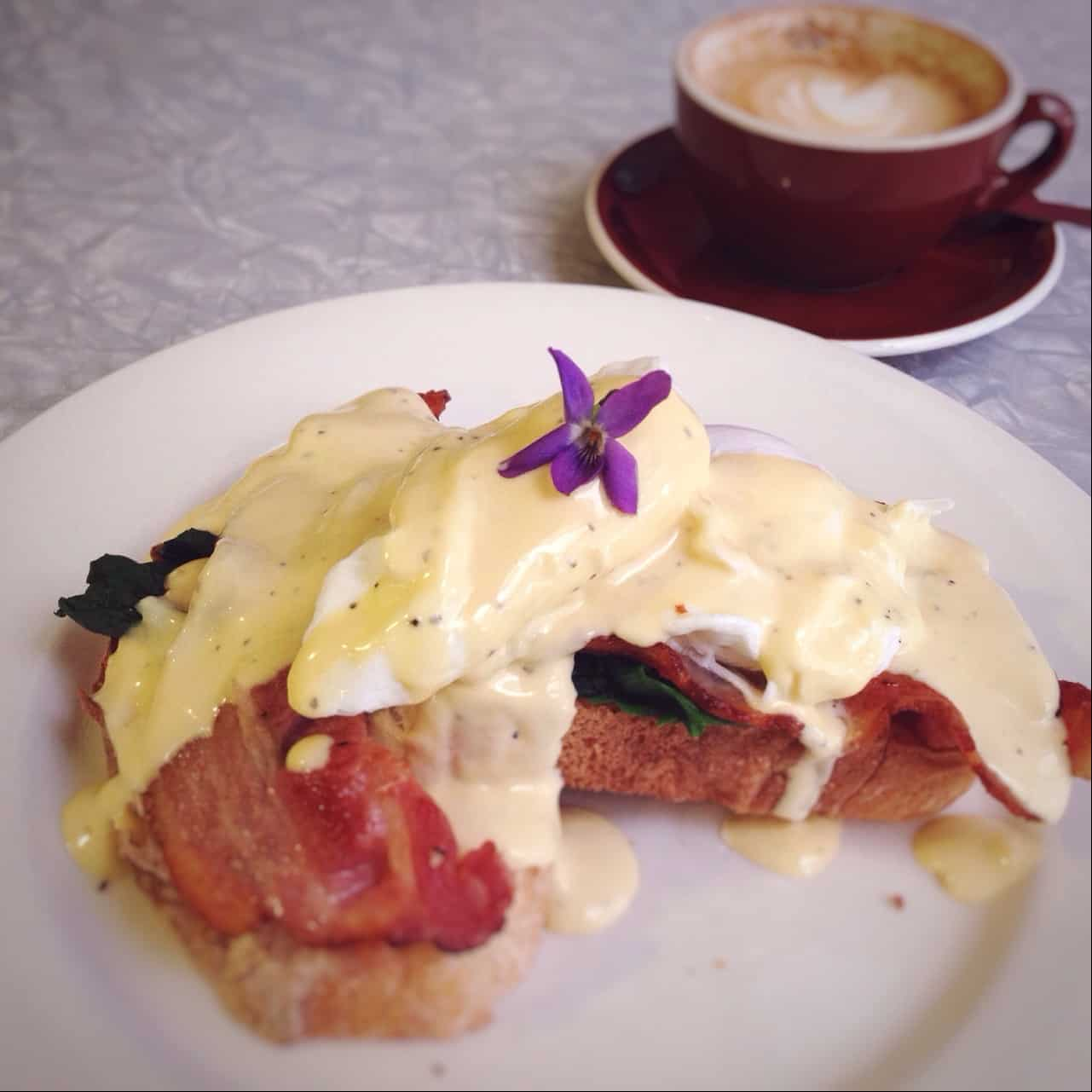 Eggs Benedict at Santeez: the best Eggs Benedict in Kerikeri so far!