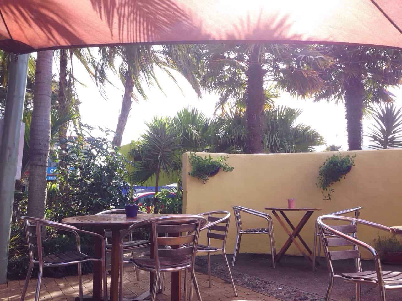 Santeez Cafe has a gorgeous courtyard area, separating it from the hustle and bustle of Kerikeri Road.